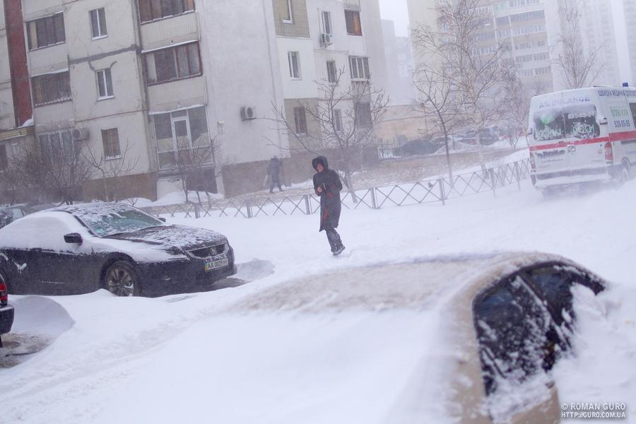 Киев. Пару суток снега. Фотки.